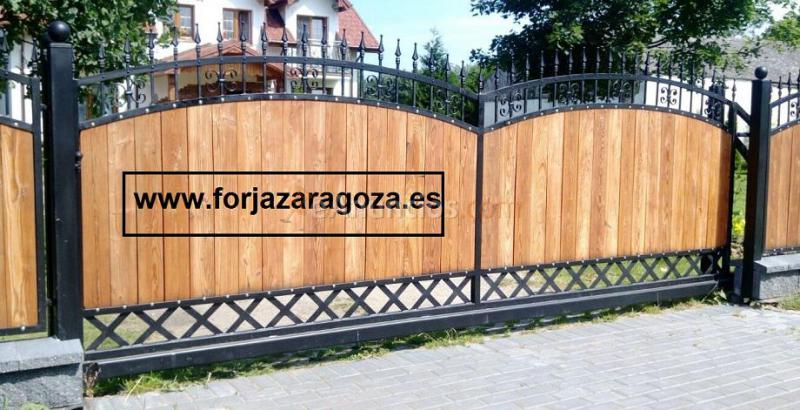 Puertas y vallas en hierro y madera 1137694 for Puertas de hierro y madera