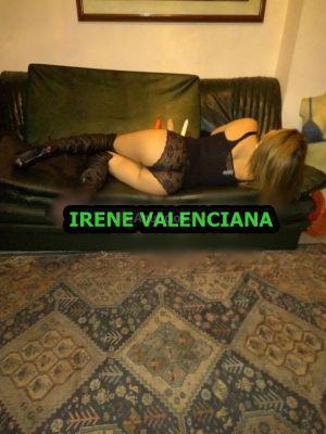 nuevo acompañante del hotel besando en Valencia