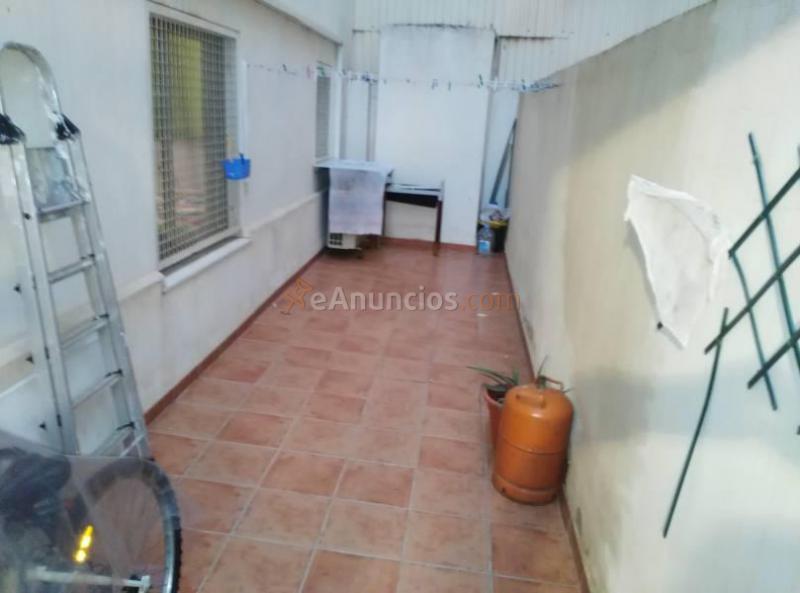 Estupendo piso de 4 habitaciones en zona 1636940 for Piso 4 habitaciones valencia